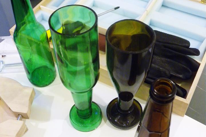 bicchieri realizzati da bottiglie di birra